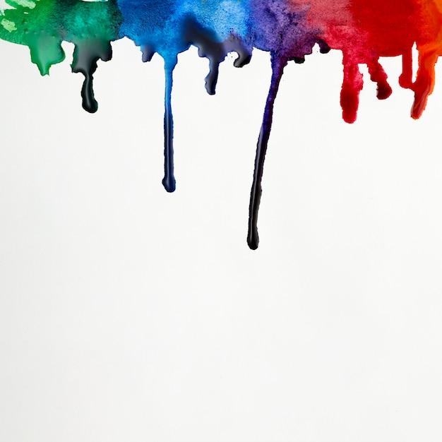 Coups de pinceau aquarelle aux couleurs de l'arc-en-ciel Photo gratuit