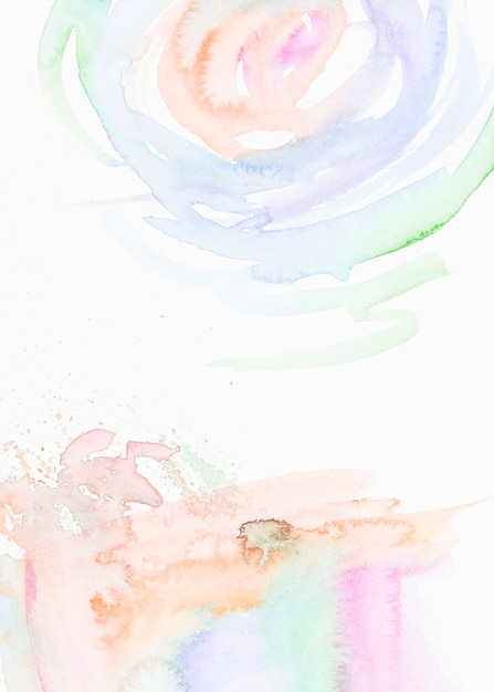 Coups de pinceau aquarelle isolés sur fond blanc Photo gratuit