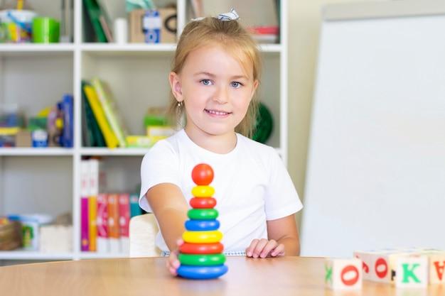 Cours De Développement Et D'orthophonie Avec Un Enfant. Photo Premium