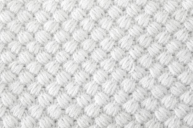 Couvertures colorées tricotées à la main, points de crochet rustiques de couleurs claires. Photo Premium