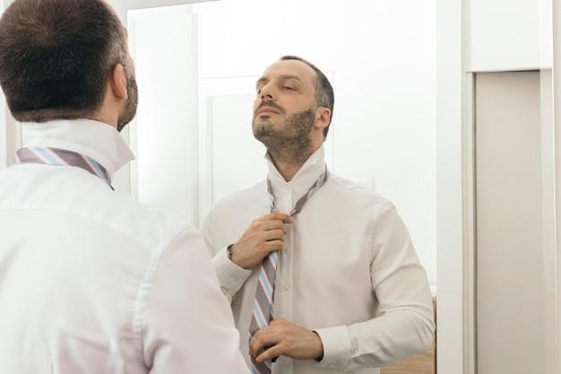 Cravate de nouage homme Photo gratuit