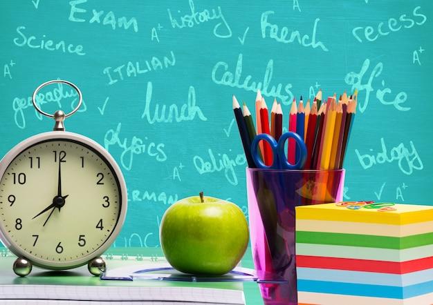 Crayon de la connaissance la tenue académique intelligente Photo gratuit