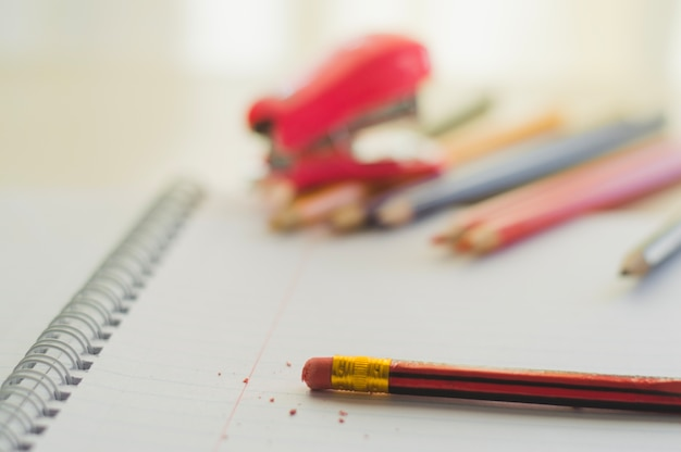 Crayon Avec Gomme En Gros Plan Photo Premium