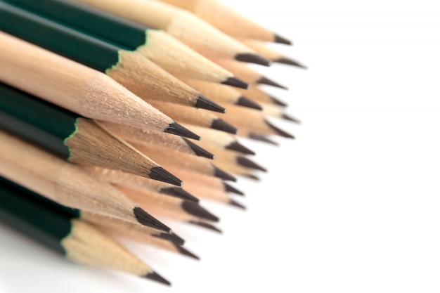 Crayons est un instrument pour écrire ou dessiner, consistant en une fine tige de graphite ou une substance similaire enfermée dans un long morceau de bois mince ou fixée dans un boîtier en métal ou en plastique. Photo Premium