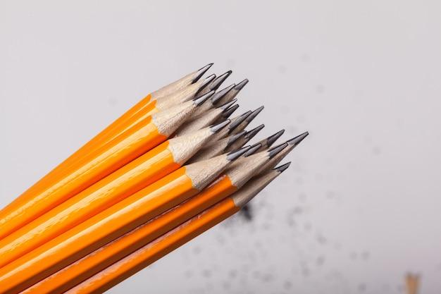 Crayons Orange Bouchent Isolé Photo Premium