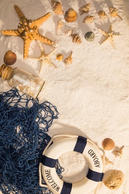 Créatures marines nautiques et bouée de sauvetage Photo gratuit
