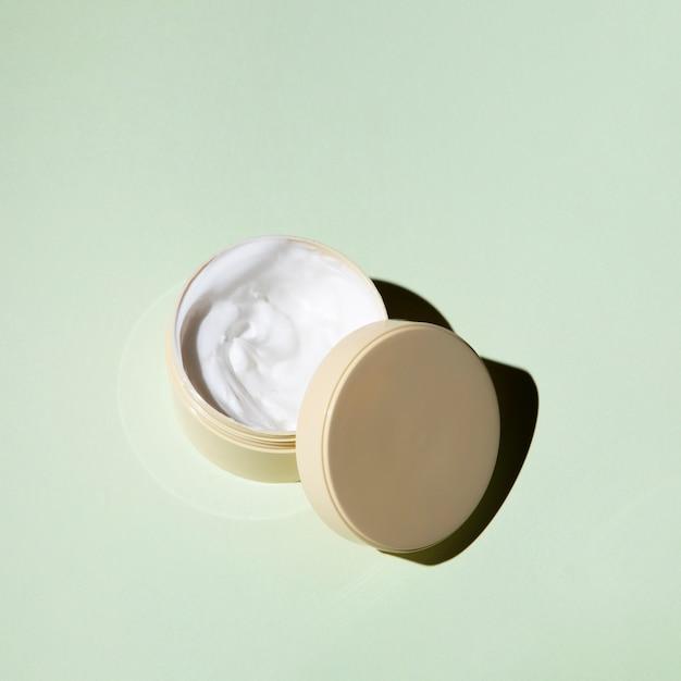 Crème Pour Le Corps à Plat Sur Fond Uni Photo gratuit