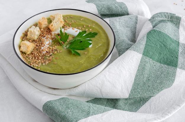 Crème Végétale Maison. Nourriture Végétalienne Photo Premium