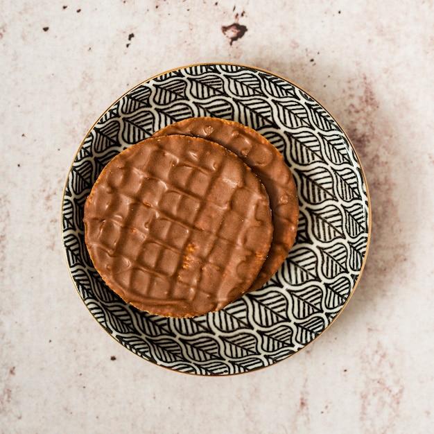 Crêpes au chocolat sur une assiette Photo gratuit
