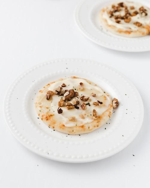 Crêpes au fromage fondu et aux noix Photo gratuit