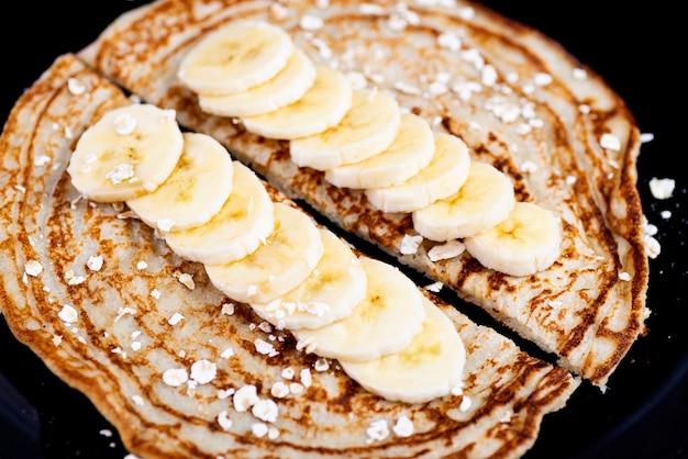 Crêpes D'avoine à La Banane Photo Premium