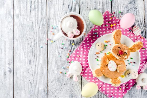 Crêpes D'enfants De Pâques Drôles Photo Premium