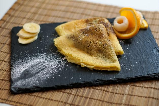 Crêpes Sur Une Table De Restaurant Photo gratuit
