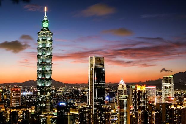 Crépuscule de taipei 101 Photo Premium