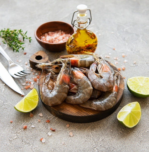 Crevettes crues fraîches Photo Premium