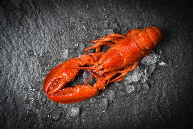 Crevettes de fruits de mer de homard rouge avec vue de dessus de glace Photo Premium