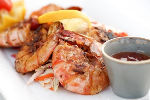 Crevettes Grillées, Bbq, Fruits De Mer Photo Premium