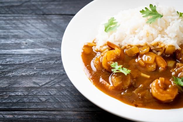 Crevettes à La Sauce Curry Sur Riz Photo Premium