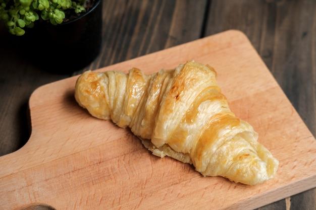 Croissant cuit au four Photo gratuit