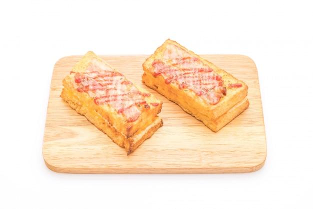 Croque monsieur bacon et sandwich aux œufs sauce Photo Premium