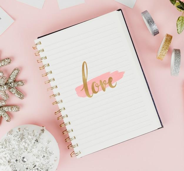 Croquis D'amour Dans Un Cahier Photo Premium