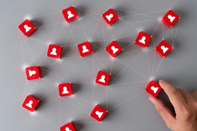 Cube de puzzle business & hr avec main Photo Premium