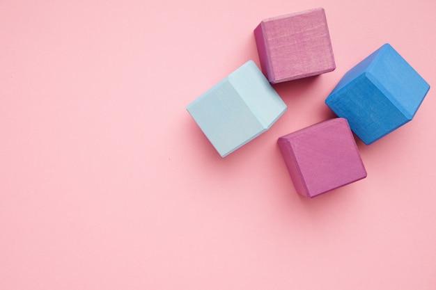 Cubes En Bois Colorés. Jouets De Créativité. Blocs De Construction Pour Enfants Photo Premium