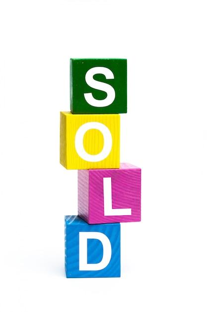 Cubes de jouets en bois avec des lettres Photo Premium