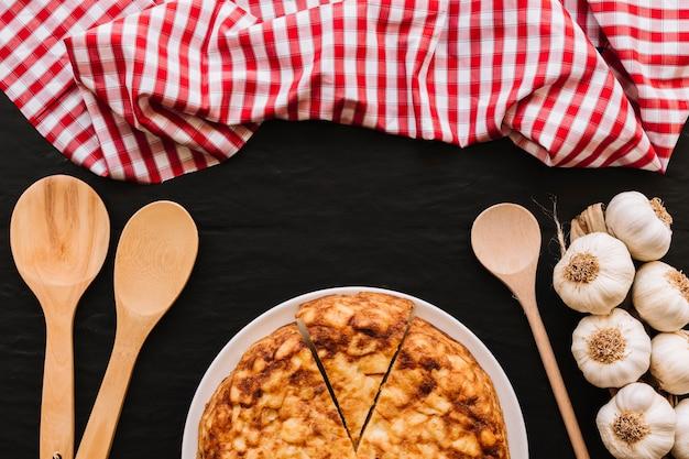 Cuillères et serviettes à l'ail et à la tarte Photo gratuit