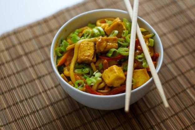 Cuisine asiatique dans un restaurant Photo gratuit