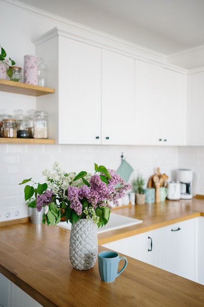 Cuisine blanche moderne de style scandinave Photo Premium