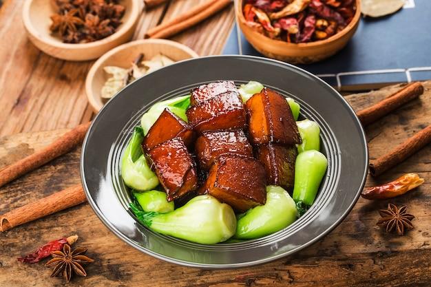 Cuisine Chinoise - Porc Braisé Photo Premium