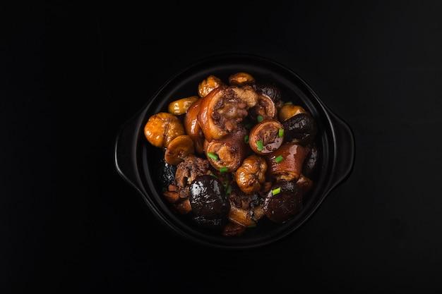 Cuisine Chinoise: Queue De Cochon Châtaigne Braisée Photo gratuit