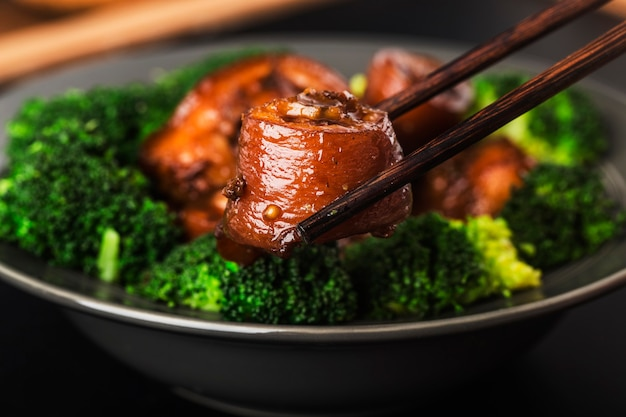 Cuisine Chinoise: Queue De Porc Braisée Photo gratuit