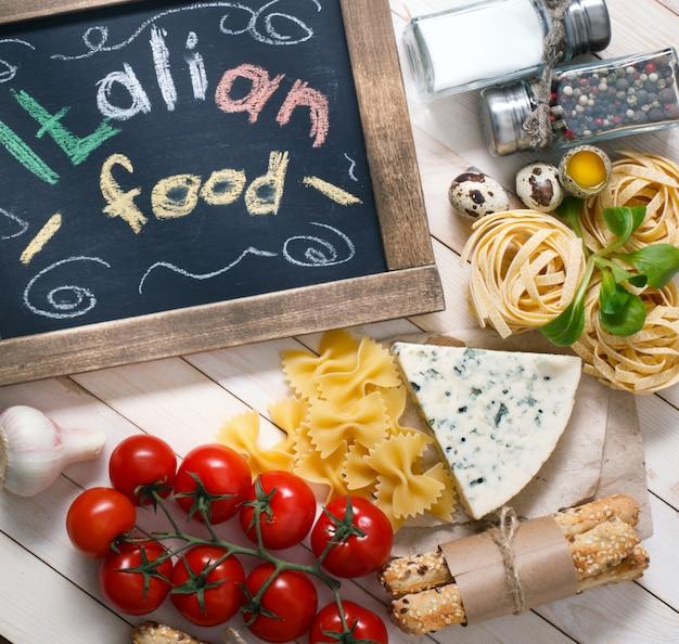 Cuisine Italienne Sur Fond De Bois Vintage Avec Tableau Noir