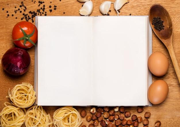 Cuisine. Livre De Cuisine Et Nourriture Photo gratuit