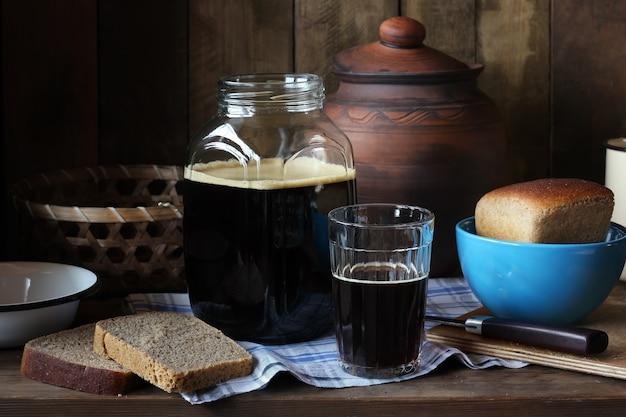 Cuisiner à la maison à partir de pain de seigle Photo Premium