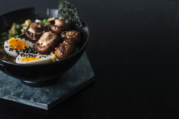 Cuisson des nouilles asiatiques Photo gratuit