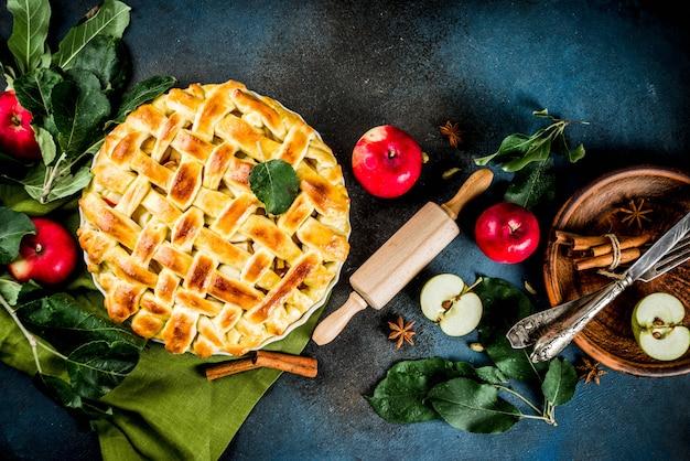 Cuisson Traditionnelle De L'automne, Tarte Aux Pommes Maison Photo Premium