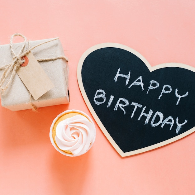 Cupcake, signe et coffret cadeau Photo gratuit