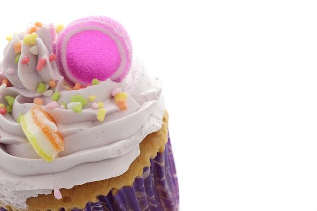 Cupcake Violet Isolé En Blanc Photo Premium