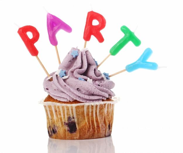 Cupcakes D'anniversaire Avec Des Carrés Colorul Photo gratuit