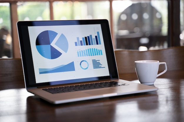 Customer marketing sales dashboard graphics concept homme d'affaires les ventes augmentent les parts de revenus Photo Premium