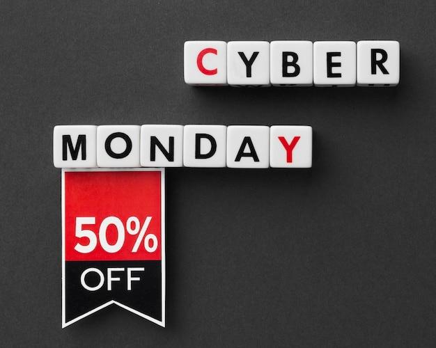 Cyber Monday écrit Avec Des Lettres De Scrabble Et Une étiquette Photo gratuit