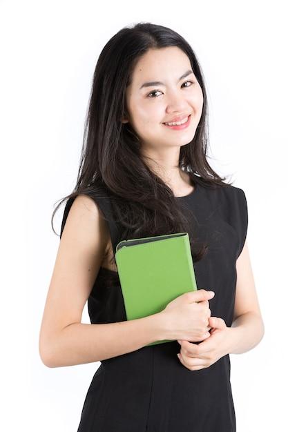 Dame asiatique tenant un lecteur de livre électronique Photo Premium