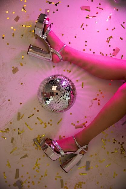 Dame jambes en néon rose Photo gratuit