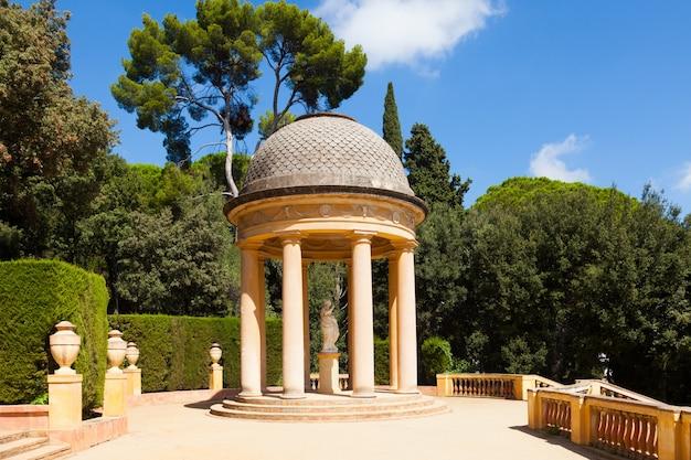 Danae pavilion at labyrinth park of horta Photo gratuit