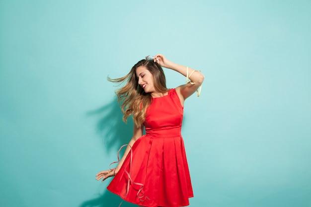 Danse amusante à la fête Photo gratuit