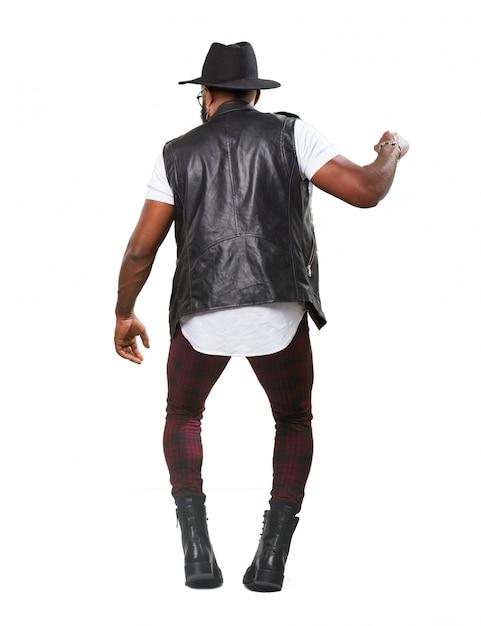 Danse de guy de façon ludique Photo gratuit