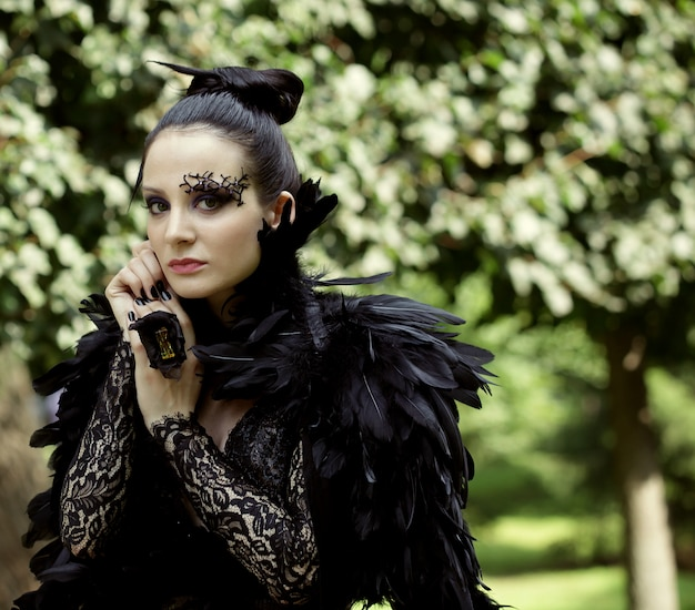 Dark Queen In Park Photo Premium
